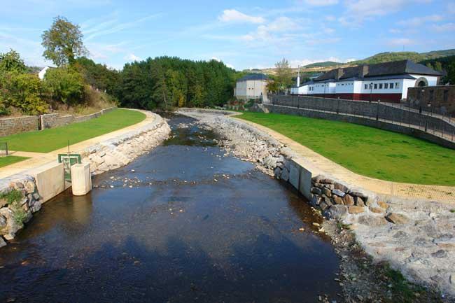 La ribera de folgoso for Piscinas fluviales leon