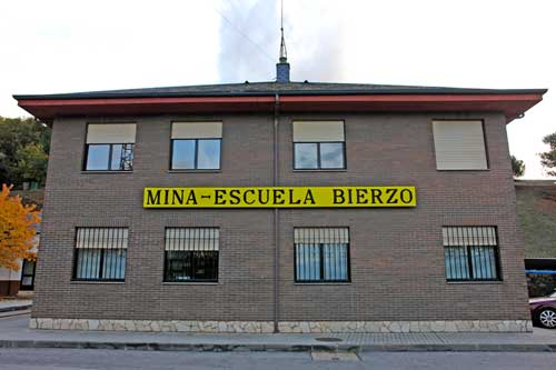 FUNDACIÓN SANTA BÁRBARA ( MINA ESCUELA )